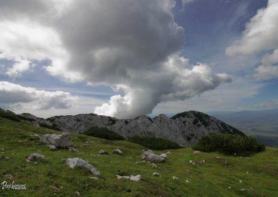 Spust z Vrha Korena, pogled na greben Jež-a