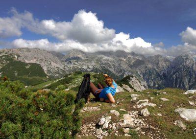 Vrh Korena, pogled na Kalški greben