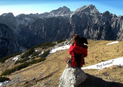 Debela peč, vrh, razgled med hribi