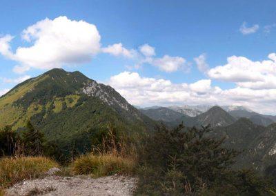 Javorjev vrh, razgled na Cjanovc, Srednji vrh in Hudičev boršt
