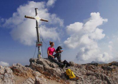 Košutnikov turn vrh, križ in skrinjica