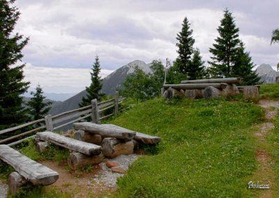Planina Korošica, klopi ob Pastirki koči