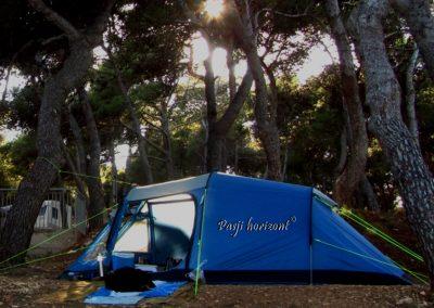 Premantura, pes in kampiranje