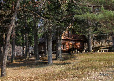 Planinski dom na Ravneku