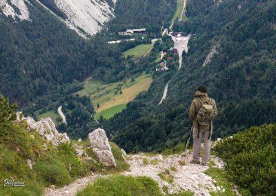 Spust iz Košutice, razgleda na prelaz Ljubelj