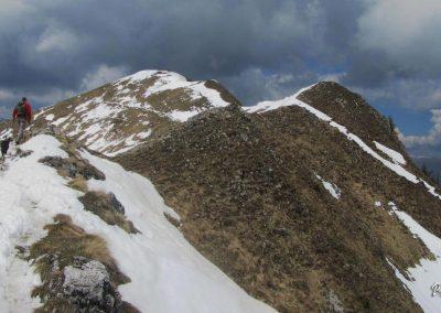 Golica, pogled proti vrhu, pot po grebenu
