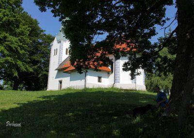 Cerkvica Osolnik, počitek v senci
