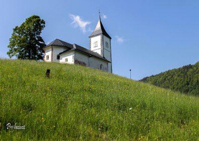 Cerkev sv. Primož in Felicijan, Jamnik, od spodaj